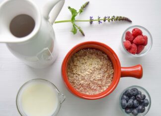 Oat milk breakfast. Source: Unsplash.