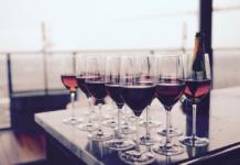 https://www.pexels.com/photo/restaurant-bar-glass-glasses-